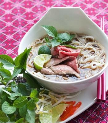 4. Canh rau cải, thịt lợn, phổ biến ở nhiều nước châu Á