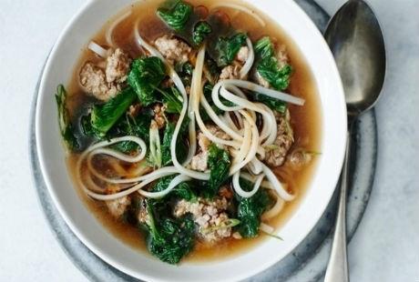 5. Canh mỳ Udon với rau, Nhật Bản