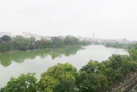 Từ trên chiếc đồng hồ có thể quan sát toàn cảnh Hồ Gươm