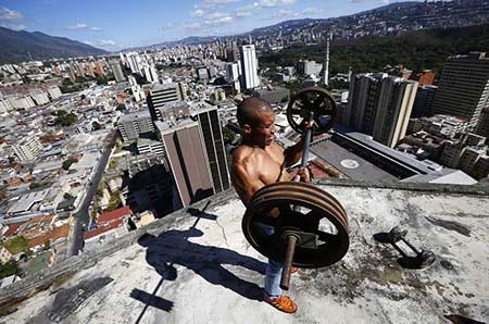 Người dân tập thể dục trên tầng cao nhất