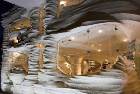 Ấn tượng với nhà hàng đầu tiên xây dựng từ... muối