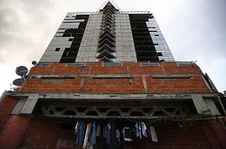 Cận cảnh bên ngoài tòa tháp