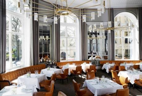 Bạn sẽ được thức thức bữa trưa và tối tại nhà hàng sang trọng của khách sạn