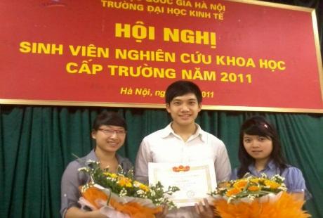 Vũ Xuân Hòa từng nhận được nhiều giải nghiên cứu khoa học sinh viên