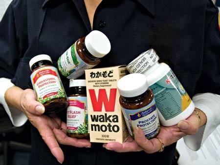 """Chế phẩm """"hỗ trợ dinh dưỡng"""" không phải là thuốc, nhưng không hoàn toàn vô hại. Ảnh: Kevin Lê"""