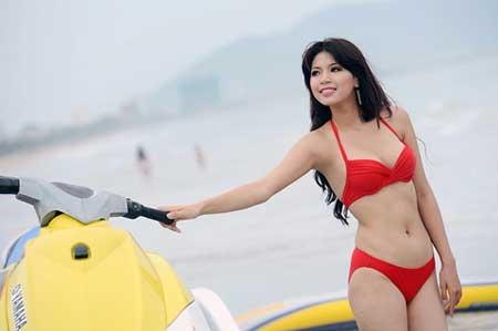 Hoa khôi Hà Giang cho rằng, việc mặc áo đệm quá dày cũng không tốt cho vòng 1.