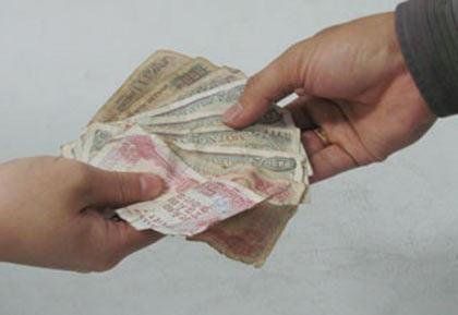 Tiền lẻ dưới 2.000 đồng có tỷ lệ nhiễm khuẩn 100%