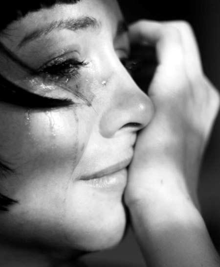 """Khoa học ủng hộ """"khóc đi em, khóc nữa đi em"""""""