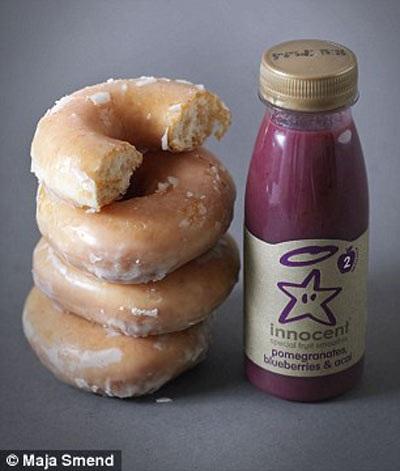 Lượng đường trong chai nước smoothie này tương đương với 3,5 cái bánh rán (34,2g đường).