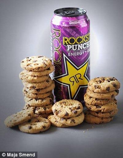 Lượng đường trong lon nước tăng lực tương đương 20 cái bánh quy sô-cô-la (78g đường).