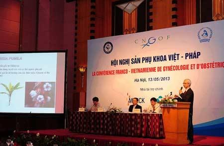 Labisia pumila được giới thiệu trong Hội nghị sản phụ khoa Việt Pháp 2013
