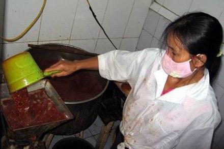 Một cơ sở sản xuất tương ớt có chất gây ung thư