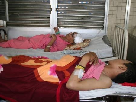 Một công nhân bị bệnh nghề nghiệp được cấp cứu tại Bệnh viện Chợ Rẫy