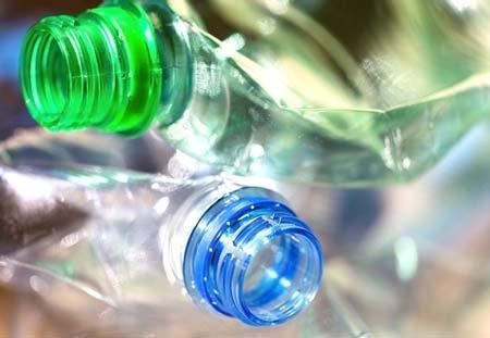 Vỏ chai nước khoáng được làm từ nhựa có thể gây hại cho sức khỏe