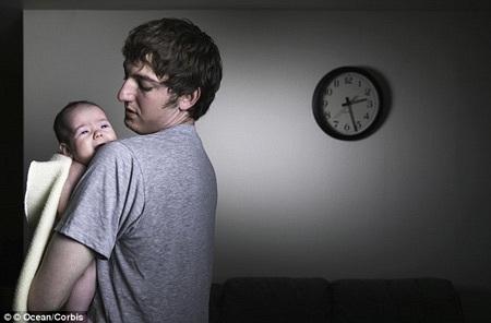 Mất 44 ngày không ngủ trong năm đầu tiên có con