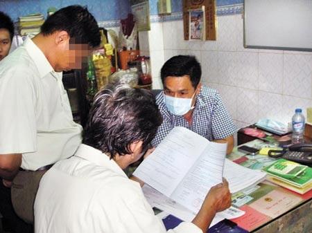 Đoàn thanh tra kiểm tra phòng khám của ông Lâm