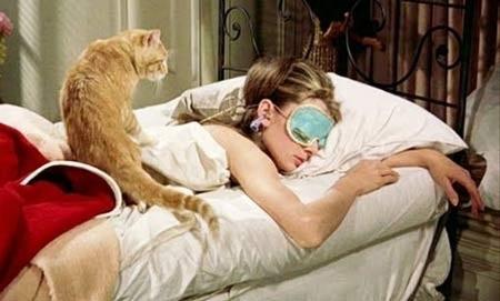 Ngủ quá nhiều có thể khiến cơ thể gặp những vấn đề như bệnh tuyến giáp và trầm cảm.