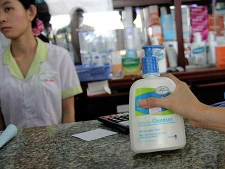 Chất tẩy rửa không mùi phải mua ở nhà thuốc tây.