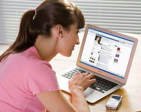 Thấy mình xấu vì lên facebook