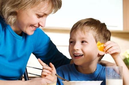 Kẹo ngọt là một trong những món khoái khẩu của trẻ trong ngày tết -