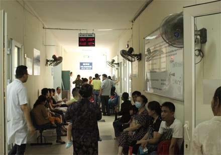 9h sáng TT Y tế dự phòngđã treo biển hết số thứ tự tiêm chủng