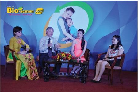 GS Nguyễn Gia Khánh cùng khách mời giao lưu trong tọa đàm