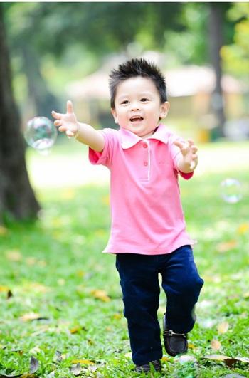Trẻ em không chỉ lớn lên theo độ tuổi, mà còn theo từng cột mốc phát triển