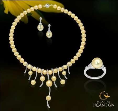 Trong dịp này khi mua sắm tại Ngọc Trai Hoàng Gia khách hàng sẽ sở hữu ngay trọn bộ trang sức n