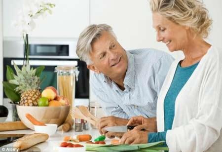 Vì sao người cao tuổi luôn có cảm giác ăn không ngon
