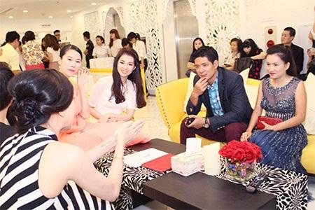 Vợ chồng MC Bình Minh, MC Quỳnh Chi, người mẫu TháiHà