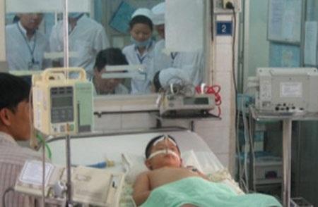 Bệnh nhi mắc tay chân miệng đang được điều trị tại Bệnh viện nhi đồng 1, TP.HCM- Ảnh: TL