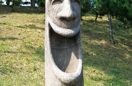 Một trong những tượng gợi hình trong công viên Haesindang, Hàn Quốc. Ảnh: TL