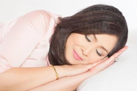 NSND Hᷓng Vân tìm lại giấc ngủ nhờ Viên uống Hoa Thiên