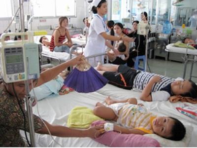 Giai đoạn nguyȠhiểm của sốt xuất huyết có dấu hiệu cảnh báo đều phải nhập viện (ảnh minh họa)