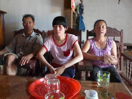 Thủ khoa Bùi Xuân Diệu và bố mẹ.