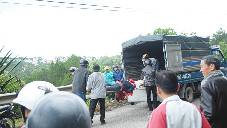 Thi thể nạn nhân được bàn giao cho gia đình đưa về mai táng.