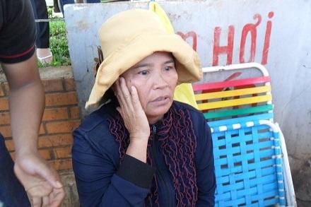 Bà Nguyễn Thị Doanh vẫn chưa kịp định thần sau tai nạn.