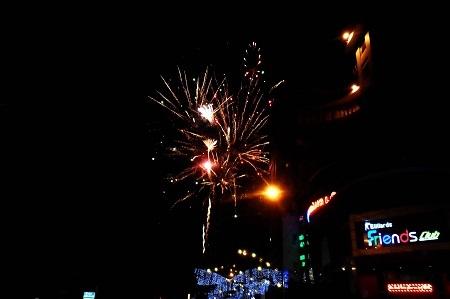 Hấp dẫn với màn pháo hoa tại phố núi Buôn Ma Thuột (Đắk Lắk) chào đón xuân Giáp Ngọ 2014