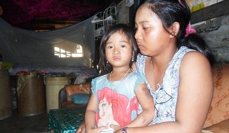 Chị Bo Bo Thị Nghẻ, một trong nhiều trường hợp đặt biệt ở xom rác.