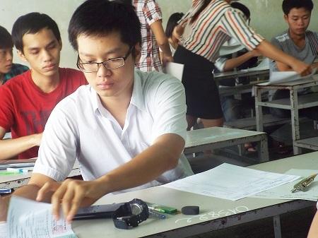 Thí sinh dự thi tuyển sinh vào ĐH Nha Trang năm 2014.