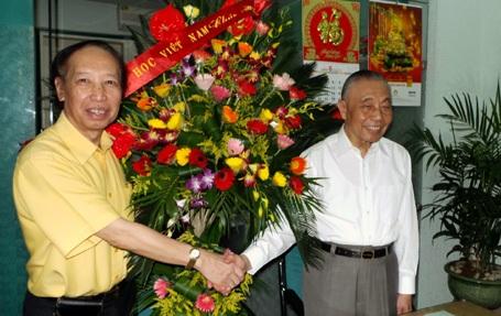 Chủ tịch Hội Khuyến học Việt Nam Nguyễn Mạnh Cầm chúc mừng báođiện tử Dân trí