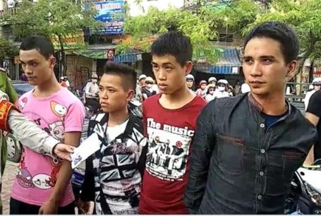 4 nam thanh niên 9X vận chuyển ma túy bị bắt giữ.