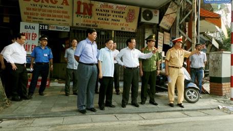 Bí thư Thành ủy Hà Nội Phạm Quang Nghị kiểm tra, chỉ đạo tại các nút giao thông trọng điểm.