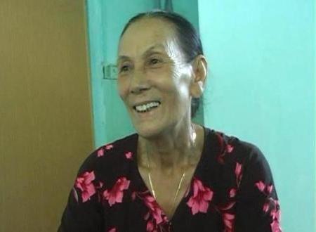 Mặc dù lớn tuổi, bà Hảo vẫn miệt mài hát để lưu truyền lại cho con cháu mai sau.