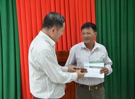 Hỗ trợ đến hoàn cảnh ngư dân bị thương trên tàu ông Nguyễn Văn Quang.