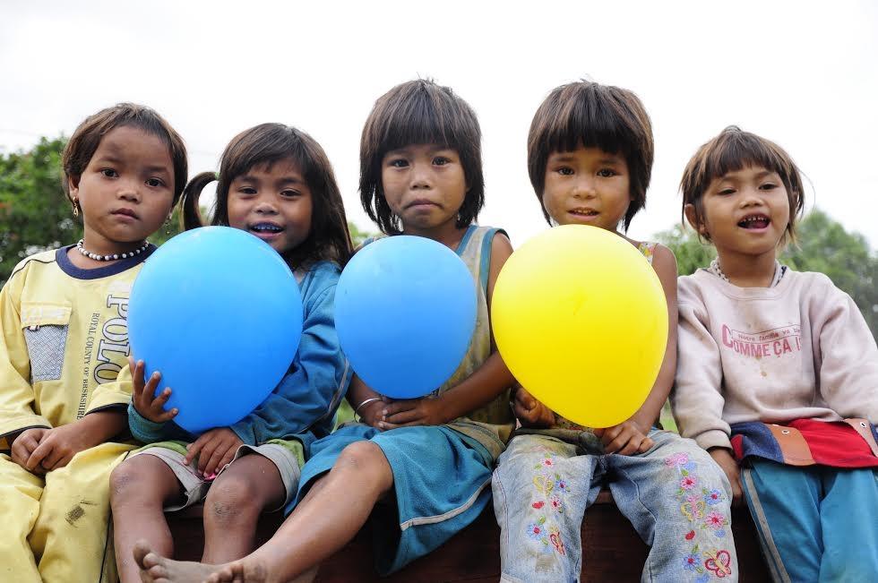 Trẻ em Bahnar.