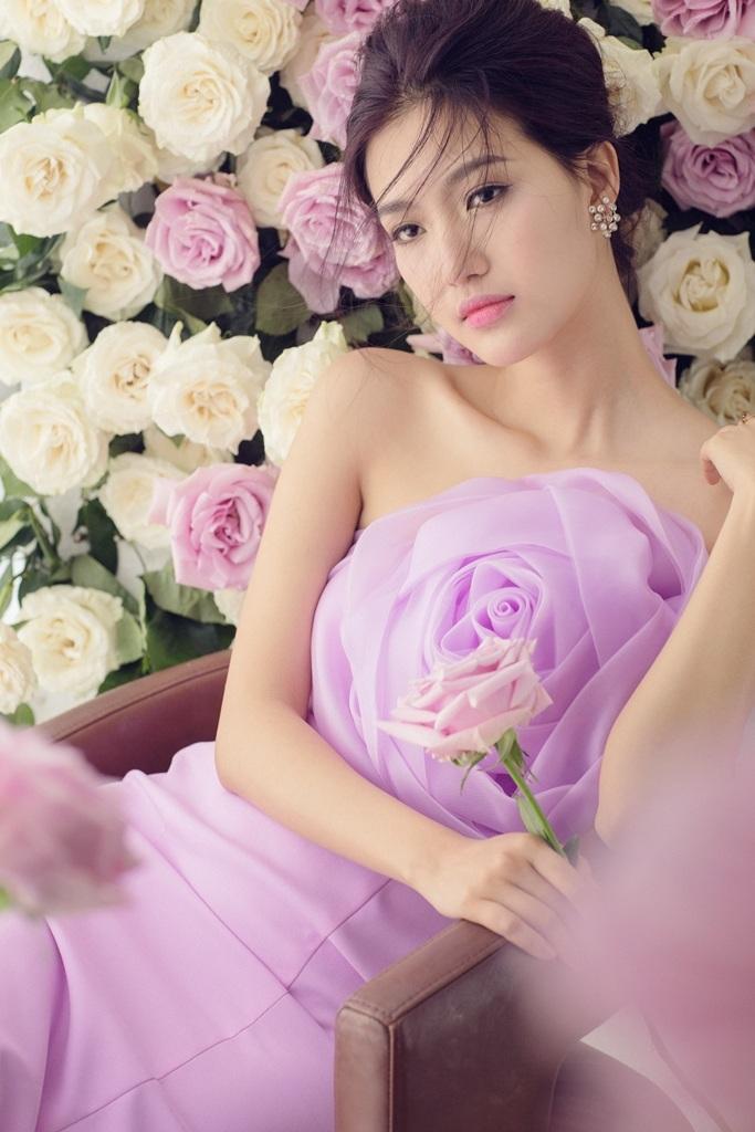 Ở Giọng hát Việt 2015, người đẹp sẽ đồng hành cùng MC Phan Anh.
