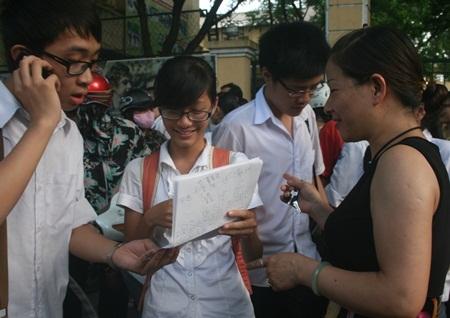 Đề Toán dễ, nhiều thí sinh Hà Nội cầm chắc điểm 8, 9 - 1