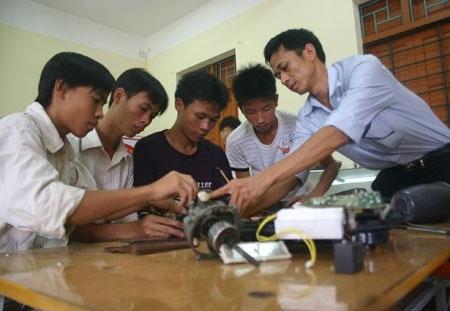 Quy mô tuyển sinh ĐH, CĐ ngày càng tăng khiến cho các trường TCCN gặp khó.
