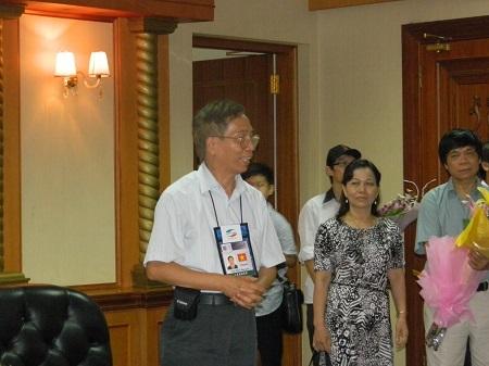 GS.TSKH Nguyễn Thế Khôi báo cáo kết quả của đoàn tham dự Apho 2013